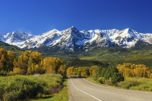 A highway leading to mountains close to Centennial, Colorado