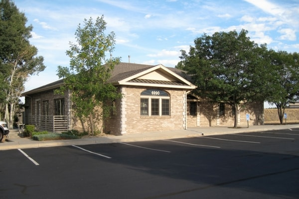 An exterior photo of the Homestead Dental office in Centennial, CO
